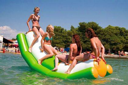 Aufblasbare Wasserwippe, Balance, Sommer, Wasser, baden, klettern,