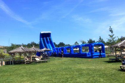 Riesenwasserrutsche 'Rock the slide', Aufblasbare Riesenrutsche, Wasserspaß. Wasserrutsche, High Speed, Sommerevent, Wasserevent