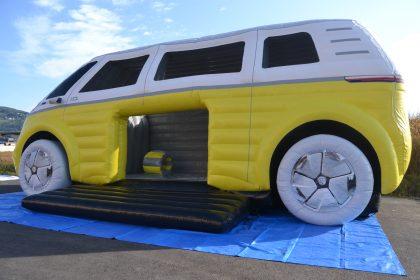 Hüpfburg VW ID Buzz in weiß und gelb von außen
