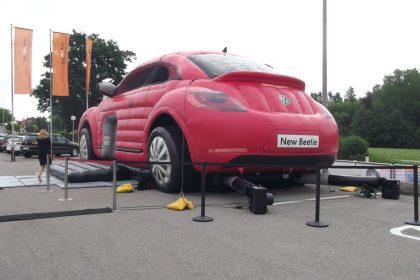 Hüpfburg VW Beetle in rot von hinten